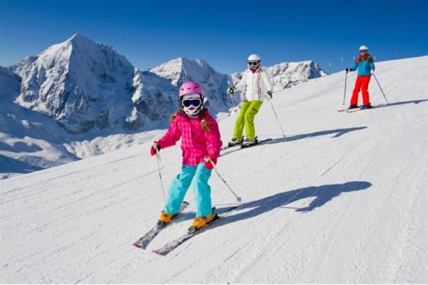 Esquiar en familia crea vinculos importantes