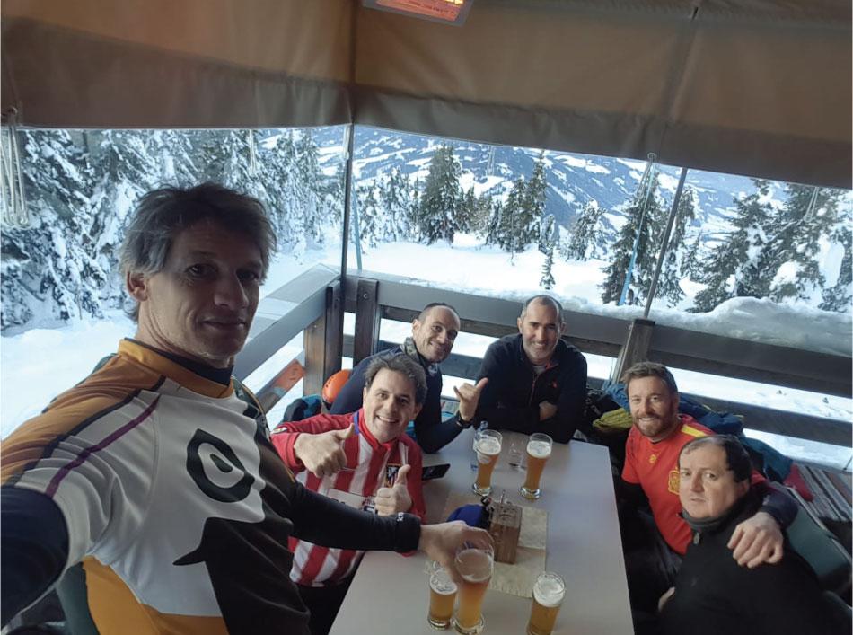 cervezas esquiando